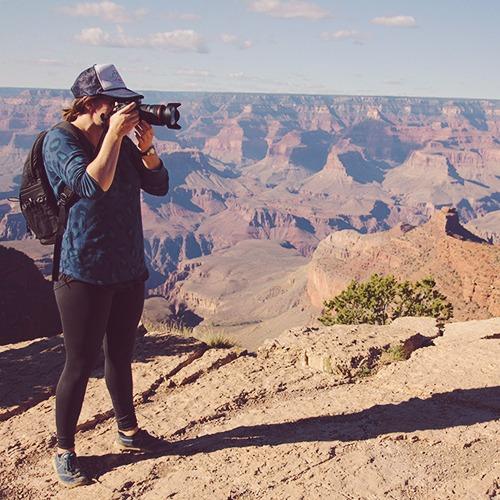 damesly_az_small_girl-with-camera